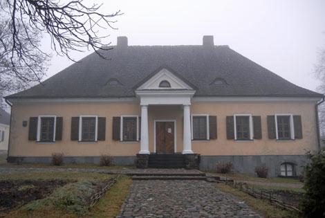 bialorus  nowogrodek dom mickiewicza jesienia