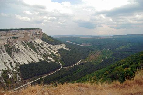 Czufut-Kale, widok ze skalnego miasta